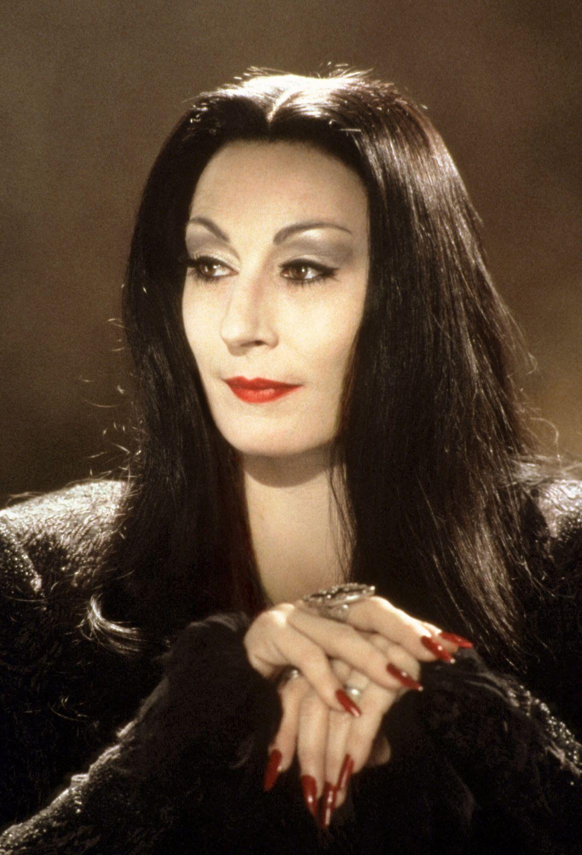 Anjelica-Huston-Morticia-Addams.jpg